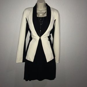 Closet Clear Out 🌸 White and black fitted blazer