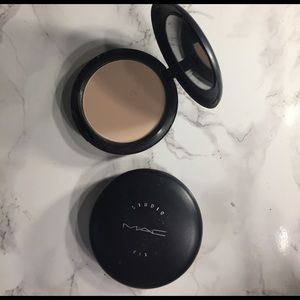 Other - Max Studio Fix Foundation