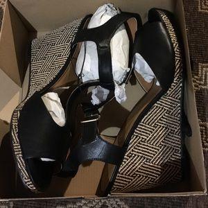 torrid Shoes - Black and beige wedges