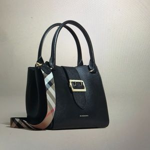 Burberry - The Medium Buckle tote, grainy leather