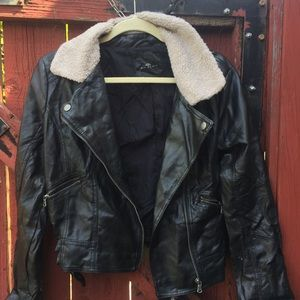 Forever 21 Jackets & Blazers - Faux Leather Jacket w Wool Collar