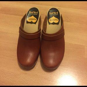 Swedish Hasbeens Shoes - Swedish Hasbeens Cognac Clogs