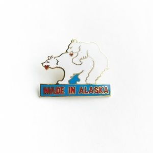 "Vintage Accessories - Vintage ""Made in Alaska"" Enamel Pin"
