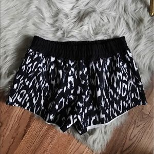 Finders Keepers Pants - Finders Keepers FIT Workout Shorts Small