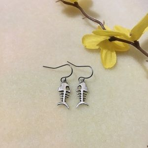 NWOT Silver Fishbone Earrings