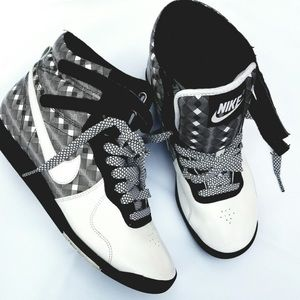 Nike Shoes - Woman's nike white and black sneakers