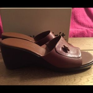 NWOT Easy Spirit leather brown wedge sandals