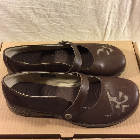 9043f624ec109e Teva Mary janes loafers brown women s 9. M 58d8e8398f0fc452e30effea