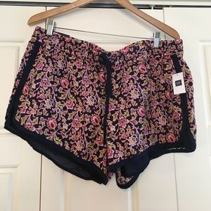 GAP Pants - Floral pattern drawstring linen surf shorts