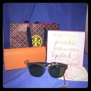 Tory Burch Accessories - ⭐️Sale Today ⭐️Tory Burch Racing Green Sunglasses