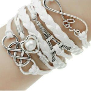 Jewelry - Eiffel Tower Love Bracelet ❤🗼