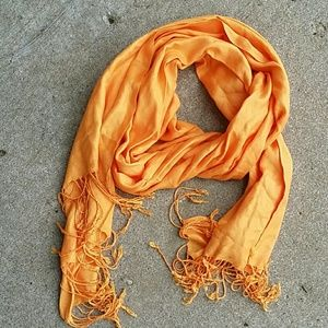 Accessories - Yellow scarve.