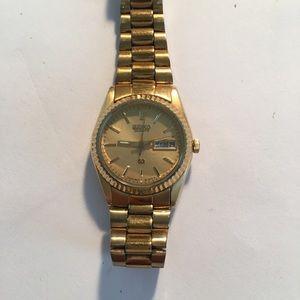 Seiko Accessories - Seiko women's gold tone watch