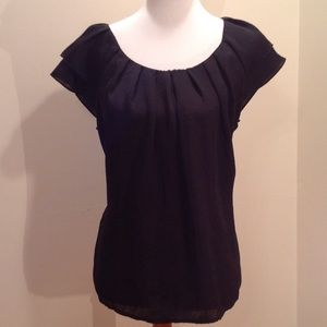 Blouse with fluttery sleeves
