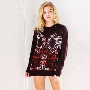  LISTING Urban Outfitters Maroon Sweater