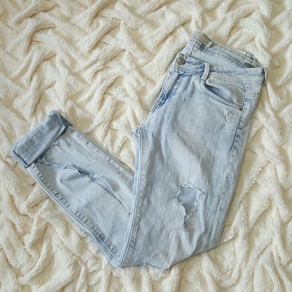 f0603e47 Zara Trafaluc Ripped Light wash Slim Jeans 6. M_58d967646a58302a7601310f