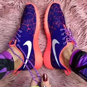 Nike Shoes - NWT Nike roshe 😈