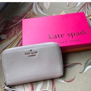 kate spade Handbags - 🔴Price Drop🔴ks Cedar Street Laurie Wristlets