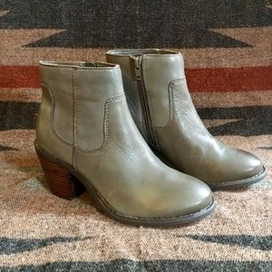 """Seychelles Shoes - NEW Seychelles """"Crazy for You"""" Grey Leather Boots"""