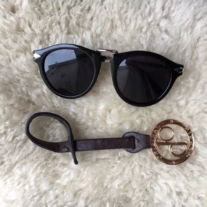 Hot Topic Accessories - {Hot Topic} Trendy Sunglasses
