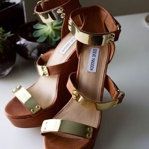 Steve Madden Shoes - 🆕 Steve Madden Wedge