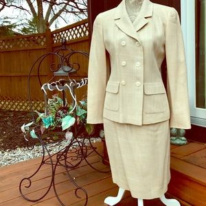 LOUIS FERAUD Other - VTG LOUIS FERAUD SKIRT SUIT BEIGE SIZE 6