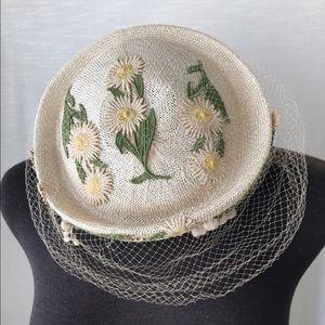 Vintage Accessories - Gorgeous Vintage Daisy Hat w lace veil