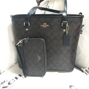 Coach Handbags - 🎀💋coach tote set🎀💋