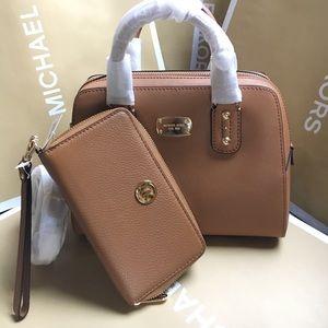 Michael Kors Handbags - 💙☘️mk satchel set💙☘️