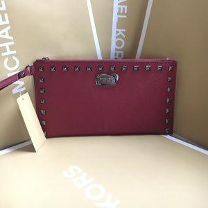 Michael Kors Handbags - 🍥mk clutch cherry🍥