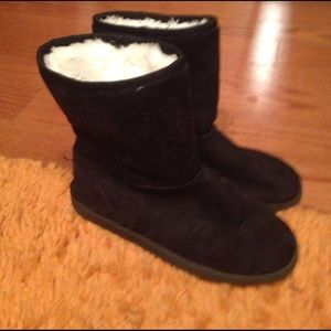 Dawgs Shoes - New Dawgs Ugg-like boots 8