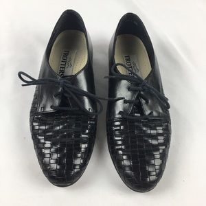 Shoes - Vintage Trotters Black Leather Woven Oxfords
