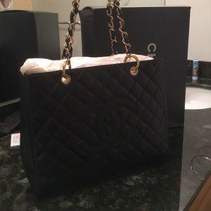 CHANEL Handbags - NIB Chanel Purse