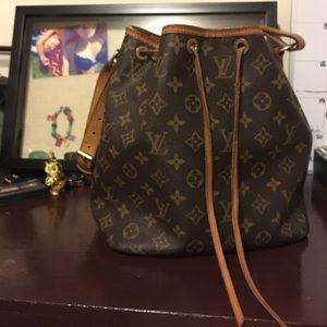 Louis Vuitton Handbags - Louis Vuitton Bag 💚