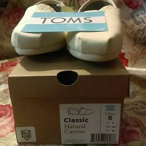 TOMS Shoes - New Toms Classic Natural Canvas👞👟 Make A Offer