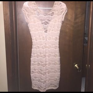 a'gaci Dresses & Skirts - Short sleeve taupe lace dress