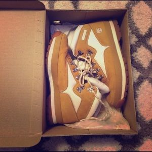 Timberland Shoes - White and camel brown timberlands