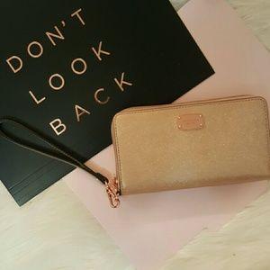 Michael Kors Handbags - Final Price*NWT*Michael Kors Jet Set Travel Wallet
