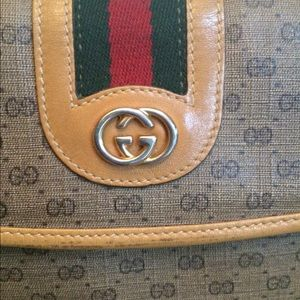 Gucci Handbags - Signature Gucci purse