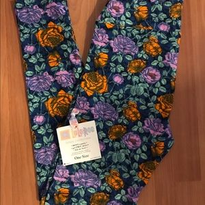 LuLaRoe Pants - NEW Roses OS LuLaRoe Leggings.