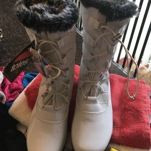 totes Shoes - totes boots new never been used