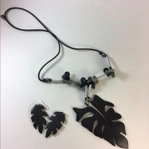 Jewelry - Wood and Leather NWOT Leaf set