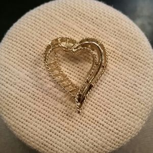 Vintage Jewelry - Vintage Gerry's gold tone heart brooch
