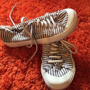 Roxy Shoes - Roxy sneakers size 9