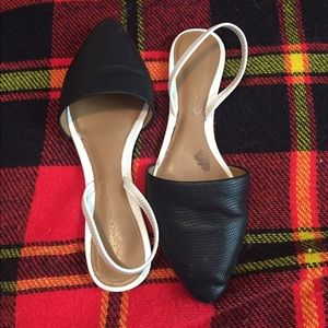 Report black and white flats! Size 6