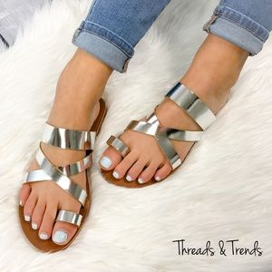Threads & Trends Shoes - 🌸🆕Metallic Silver Sandals