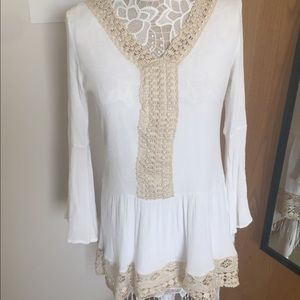 Altar'd State Medium white and cream lace tunic