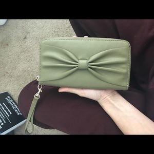 Large Green Wallet with Bow