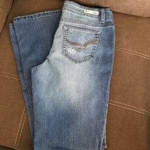 L.e.i. Sofia hipster flare jeans. sz 11 r. New.