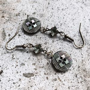 Cultiverre Jewelry - crosshatch button earrings
